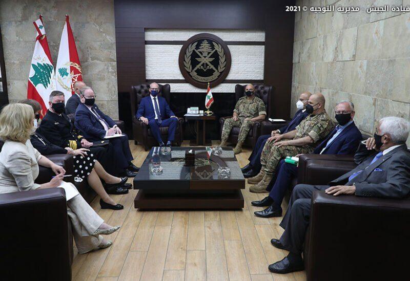Réunion entre le commandant en chef de l'armée et le ministre irlandais des Affaires étrangères et de la Défense
