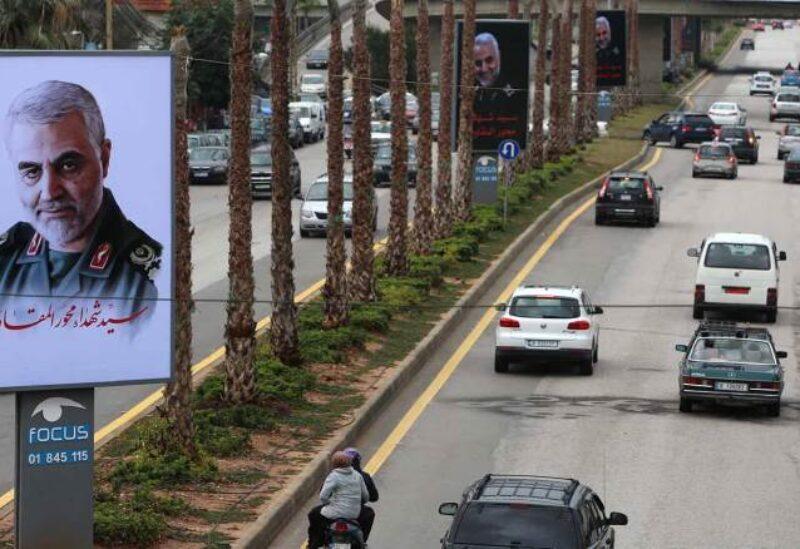 Photos de Qassem Soleimani sur la route de l'aéroport au Liban