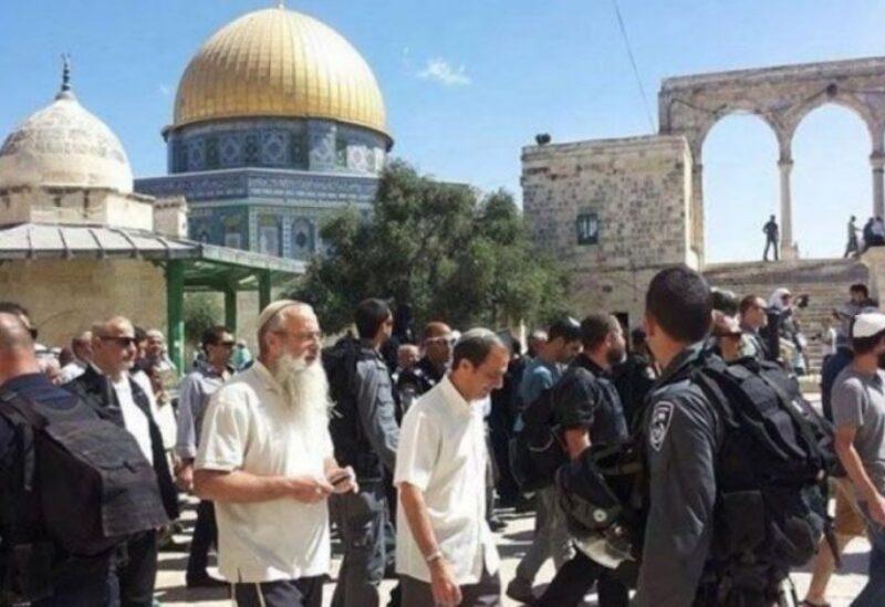 Un groupe de colons envahit Al-Aqsa - archives