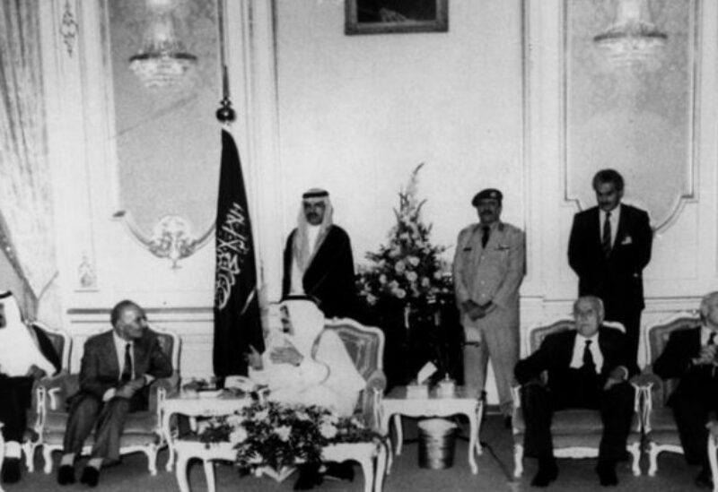 Le roi Fahed reçoit des députés libanais à Jeddah après la conférence de Taëf