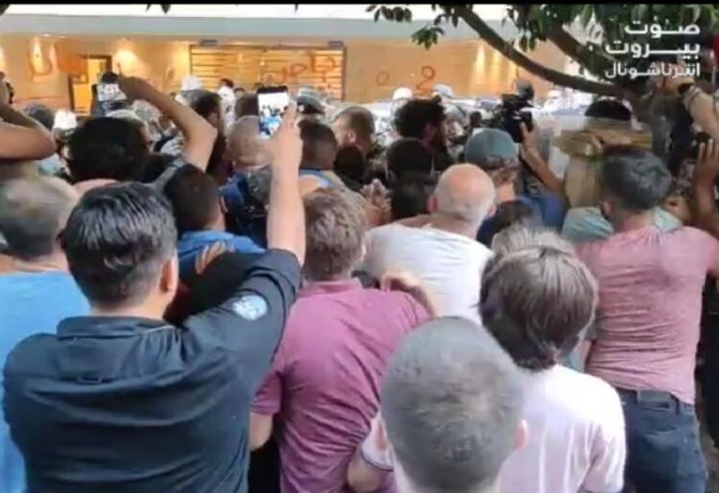 Manifestations aux abords de la maison du ministre Mohamed Fahmy