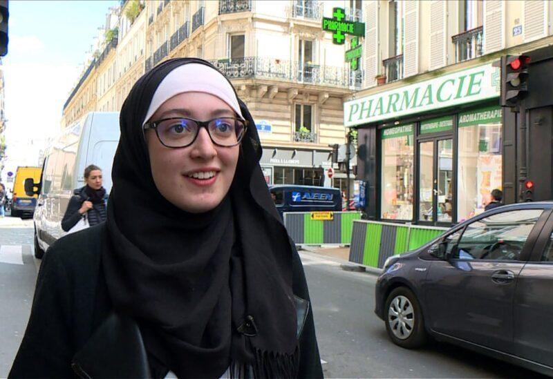 Une femme voilé en France