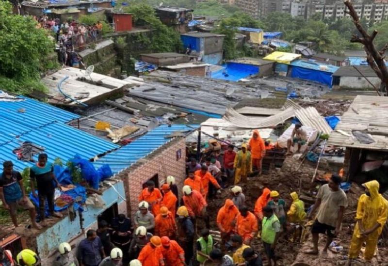 des Glissements de terrain à Bombay