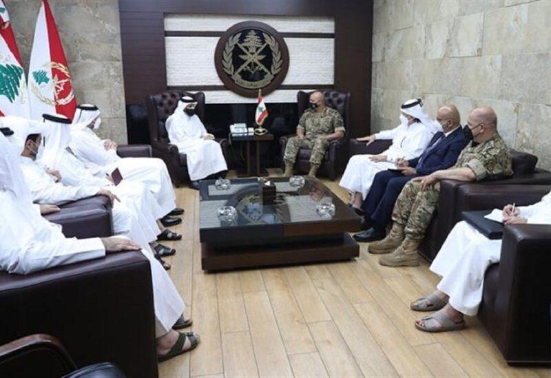 Le commandant de l'armée reçoit le ministre des Affaires étrangères du Qatar