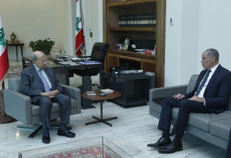 Le chef de la délégation de l'Union européenne au Liban, l'ambassadeur Ralph Tarraf, et le président Michel Aoun