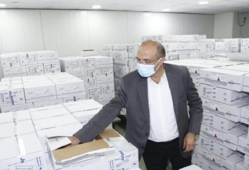 Le ministre de la Santé saisit des tonnes de médicaments stockés
