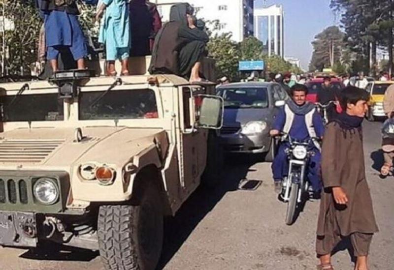Des véhicules blindés américains en possession des talibans
