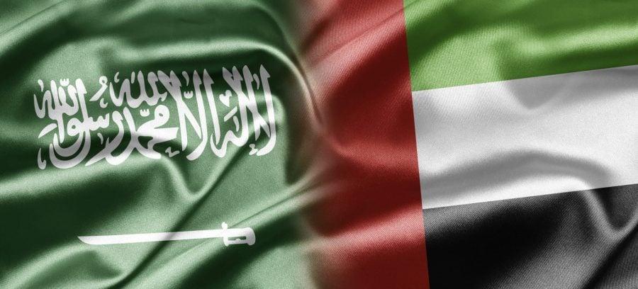 Les drapeaux de l'Arabie saoudite et des Émirats arabes unis