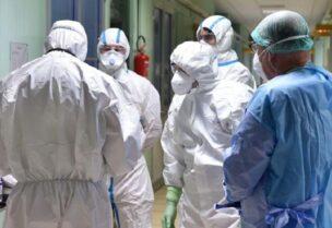 Des médecins dans un hôpital