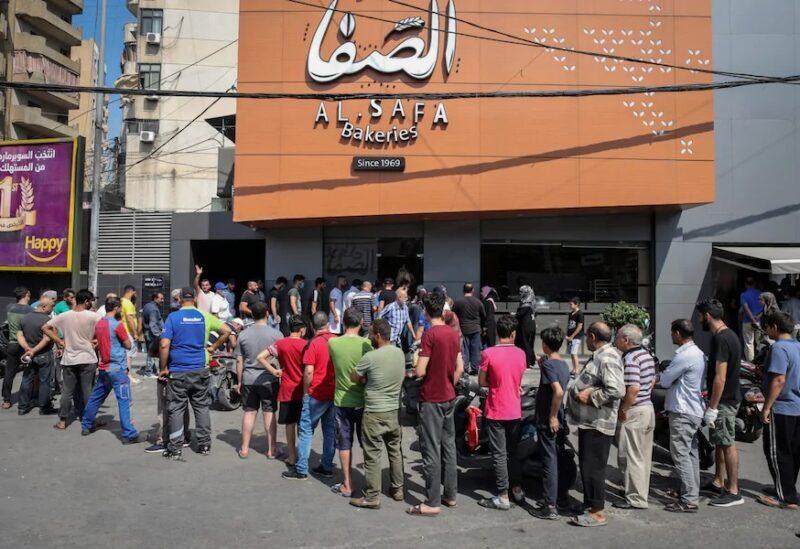 File d'attente libanaise pour obtenir un paquet de pain