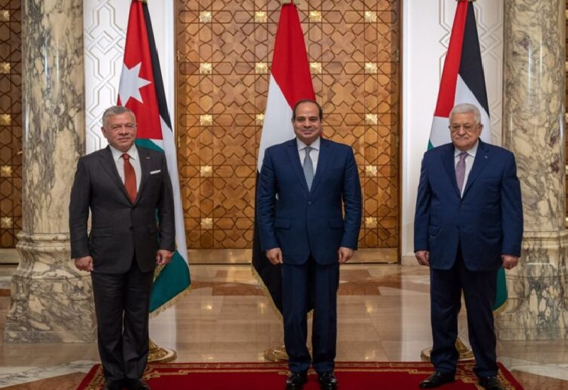 Le président palestinien, le président égyptien et le roi de Jordanie